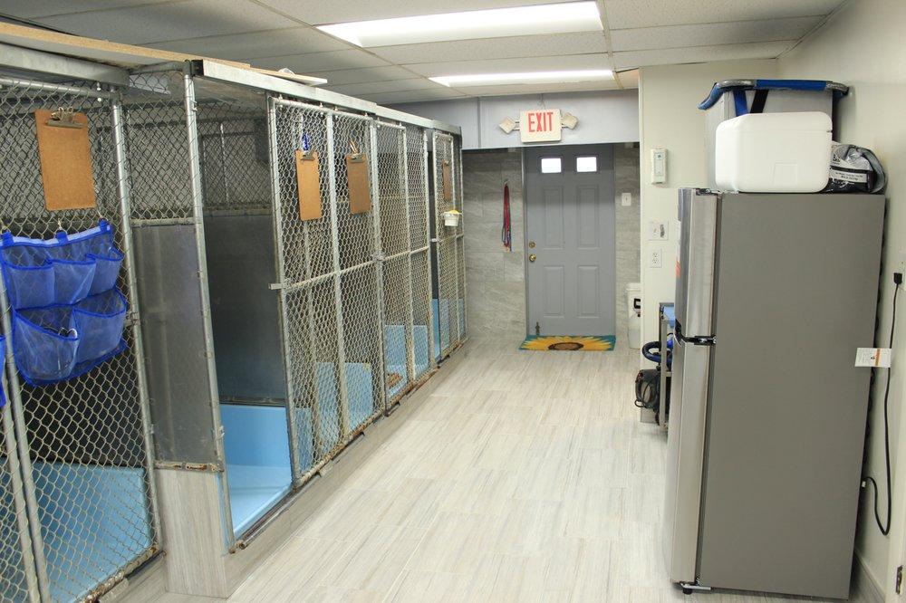 Riverdale Park Animal Hospital: 5702 Riverdale Rd, Riverdale Park, MD