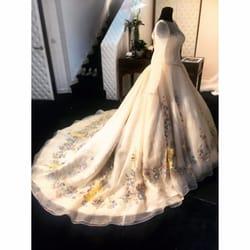 Le Salon Blanc - 55 Photos - Bridal - 43 Rue Audience, La Valentine ...