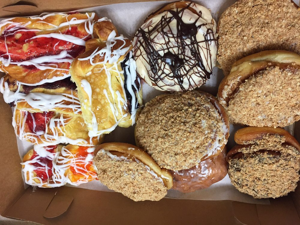 Hill Top Bakery: 100 E 7th St, Kaukauna, WI