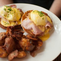 Foto från Gather - Chicago, IL, USA. Eggs Benedict - the Irish bacon ...