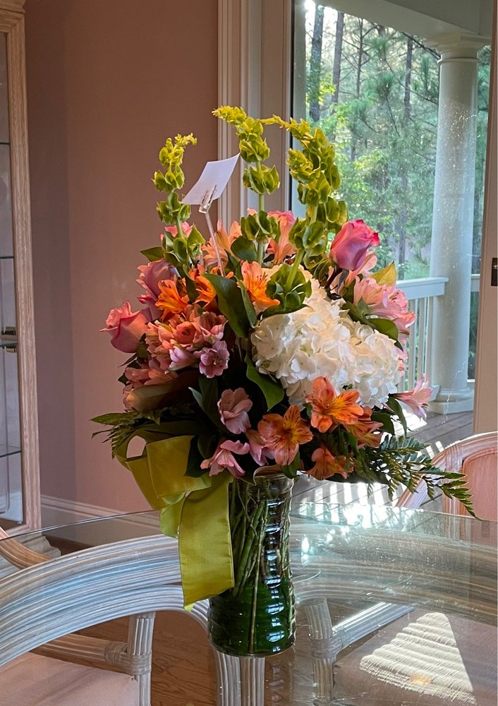 Bessie's-the Flower Shop: 104 N Madison Ave, Eatonton, GA