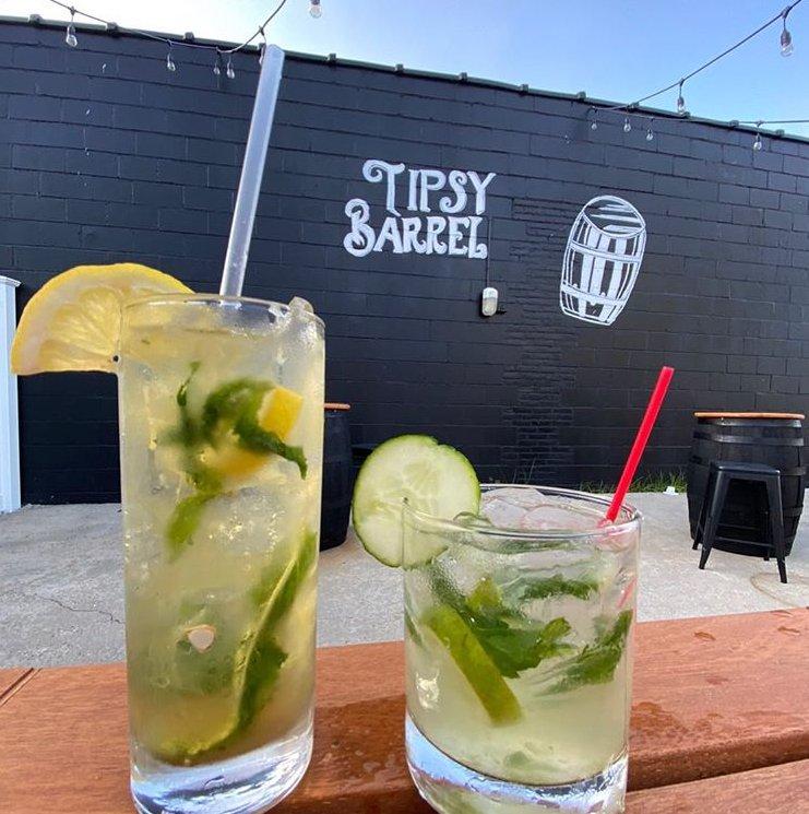 The Tipsy Barrel: 470 Newbridge Rd, East Meadow, NY