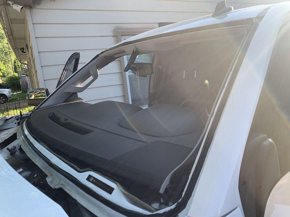 Amaya's Auto Glass and Window Tint: 826S Kendall St, Aurora, IL