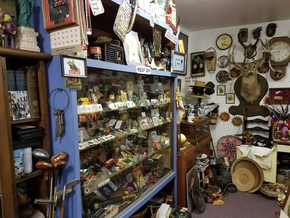 Mel's Antiques and Collectibles: 7501 N Expy, Olmito, TX