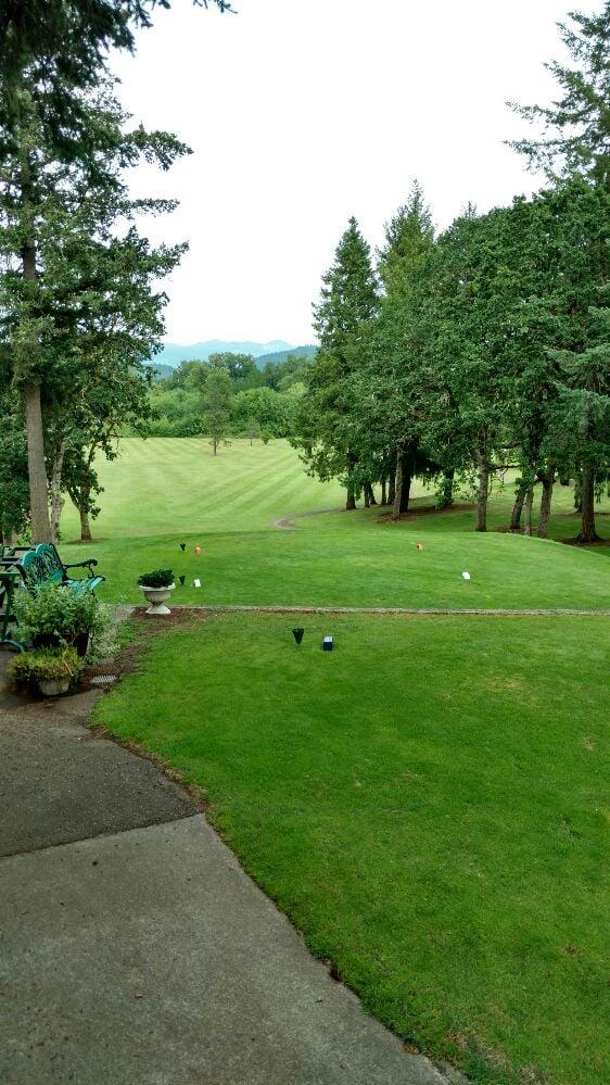 Pineway Golf Course: 30949 Pineway Rd, Lebanon, OR