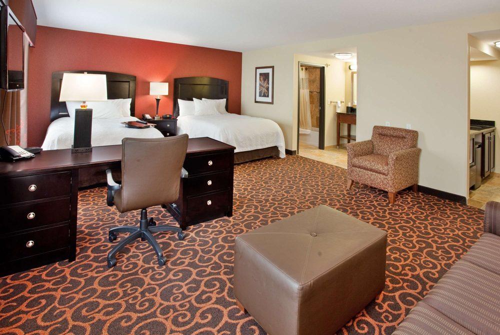 Hampton Inn & Suites Dickinson: 110 14th St W, Dickinson, ND