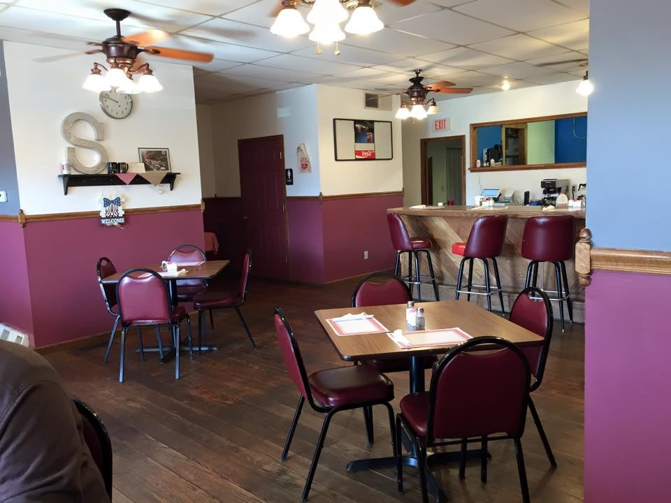 Heights Family Restaurant: 150 Rockdale Rd, Follansbee, WV