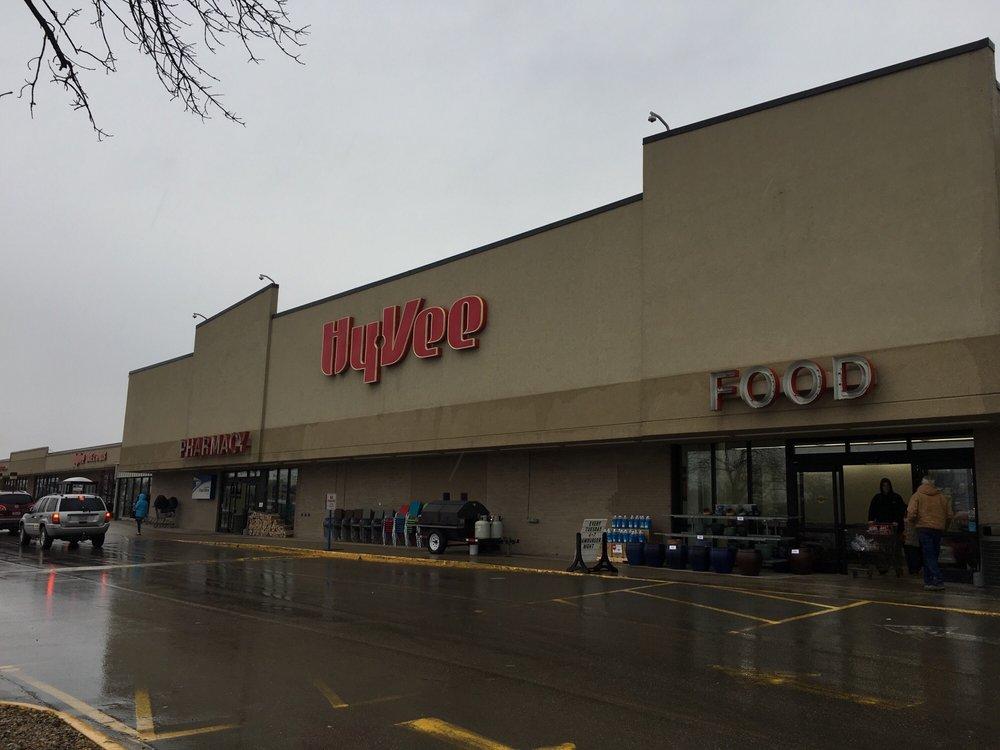 Hy-Vee Food Store West: 2400 4th St SW, Mason City, IA