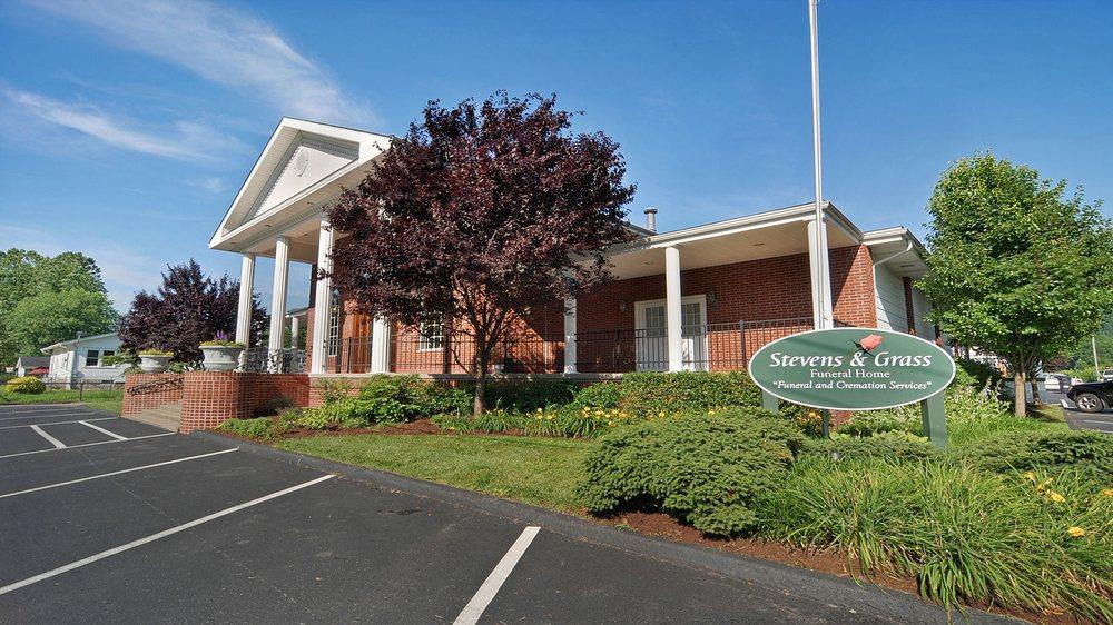 Stevens & Grass Funeral Home: 4203 Salines Dr, Charleston, WV