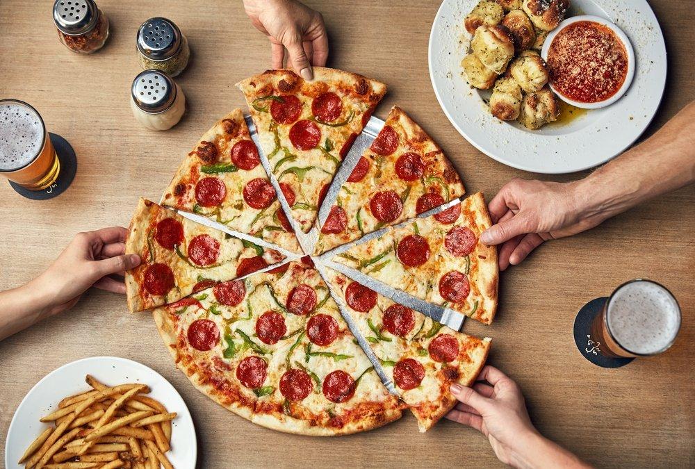 Johnny's New York Style Pizza: 244 Dixie Ave, Cartersville, GA