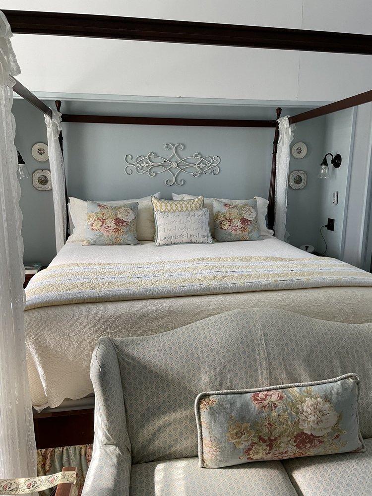 Heritage Hill Bed And Breakfast: 1169 Sherwood Ave, Waynesboro, VA