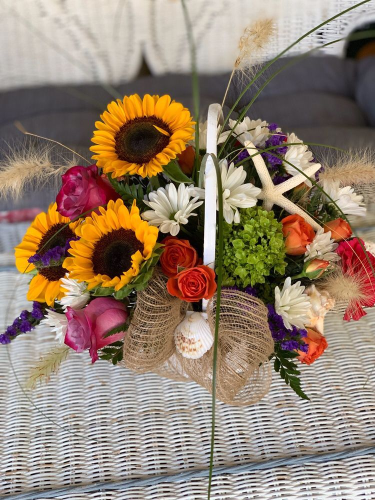 Cape Winds Florist: 860 Broadway, Cape May, NJ
