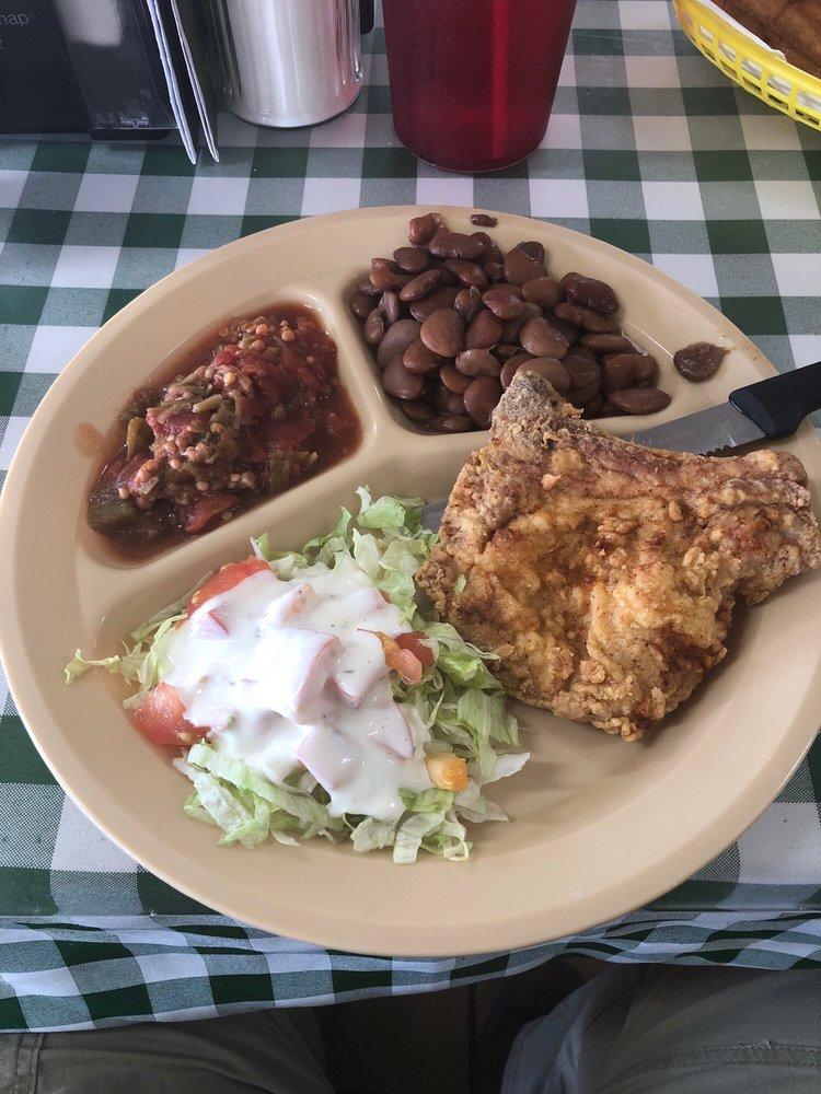 P T's Eat-A-Bite: 100 E Jefferson Ave, Bastrop, LA