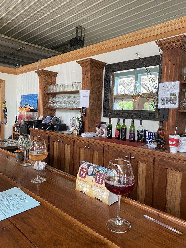 Wide River Winery: 1776 E Deer Creek Rd, Clinton, IA
