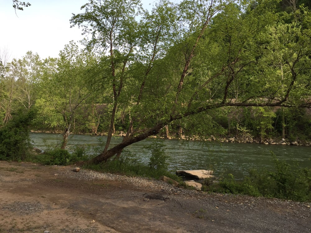Greenbrier River Campground: Ronceverte, WV