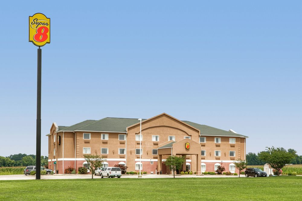 Super 8 by Wyndham Grayville: 2060 County Road 2450 North, Grayville, IL