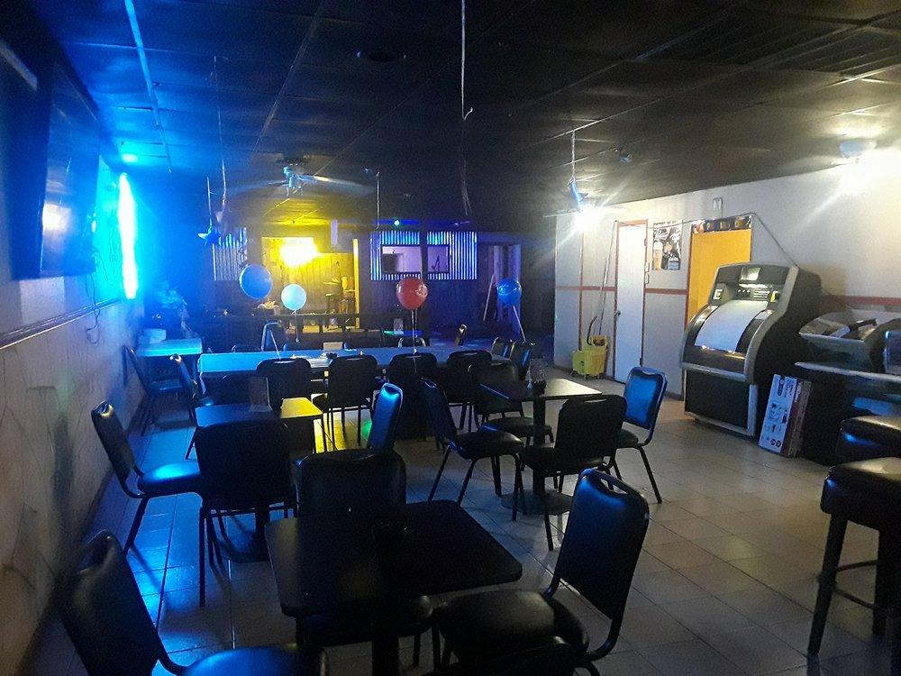 Dueling Pistols Bar: 157 S Commercial St, Aransas Pass, TX