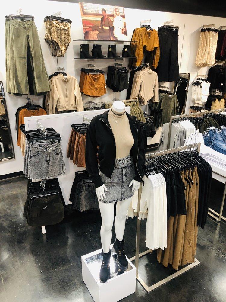 Fashion Nova: 1811 Montebello Town Center Dr, Montebello, CA