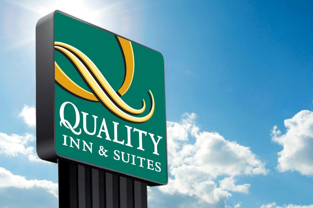 Quality Inn & Suites: 1120 South 1st St, Clayton, NM