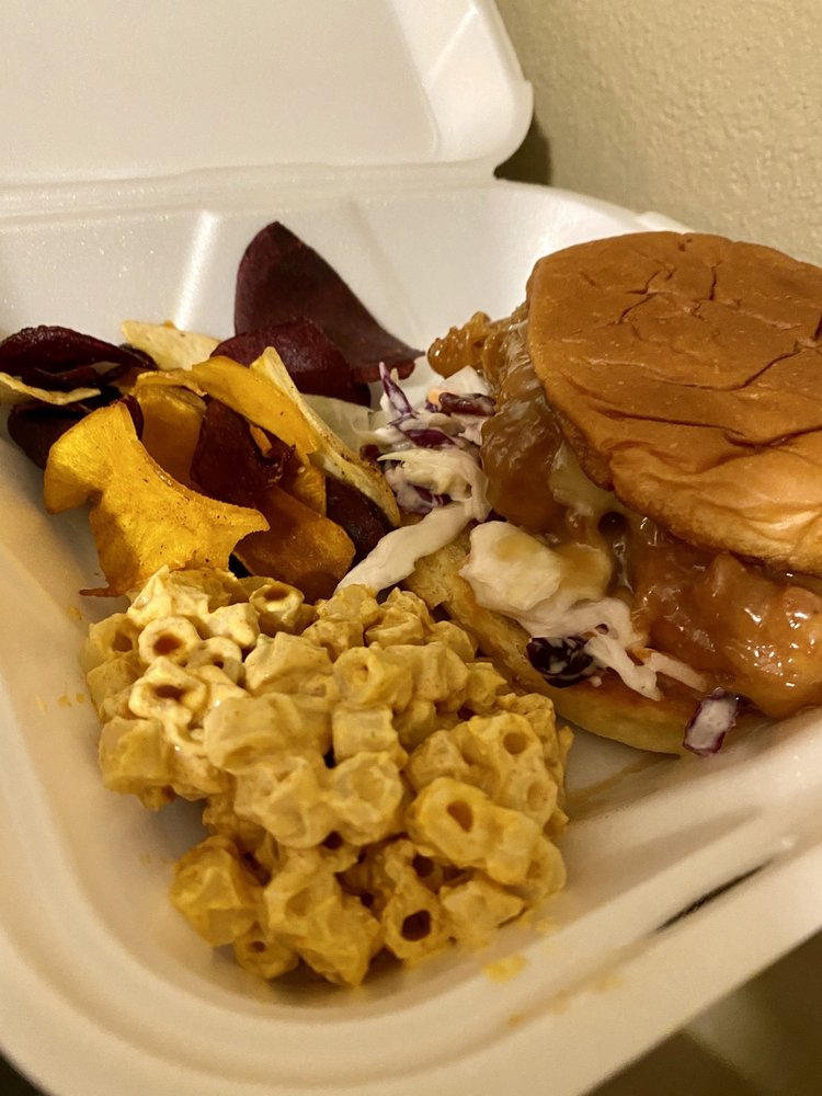 Brown Boyz Ohana Eatery: 576 N Wynne St, Colville, WA