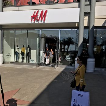 Need to know what time H&M in Emeryville opens or closes, or whether it's open 24 hours a day? Read below for business times, daylight and evening hours, street address, and more. Retail giant H&M operates a multinational clothing company, with stores in over 43 countries.