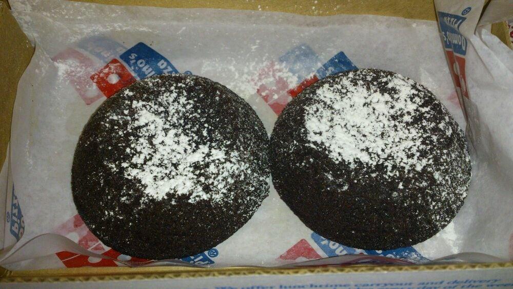 Chocolate Crunch Cake Domino