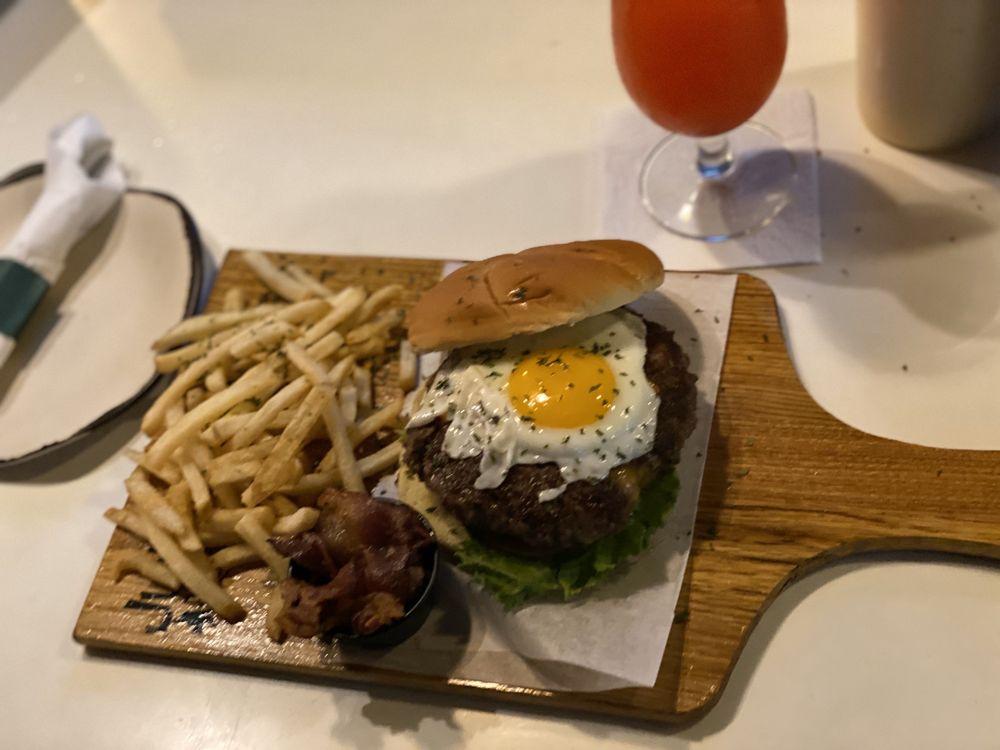 Jungle Burger: 201B Calle Tetuan, San Juan, PR