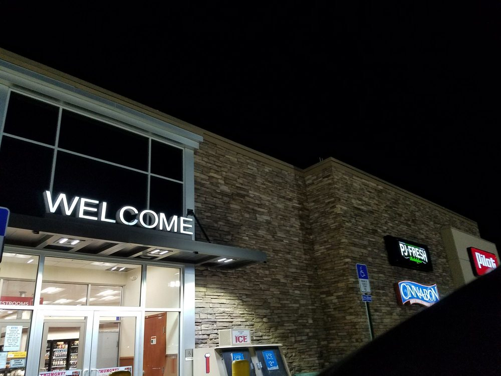 Cinnabon: 2605 W Commerce St, Buffalo, TX