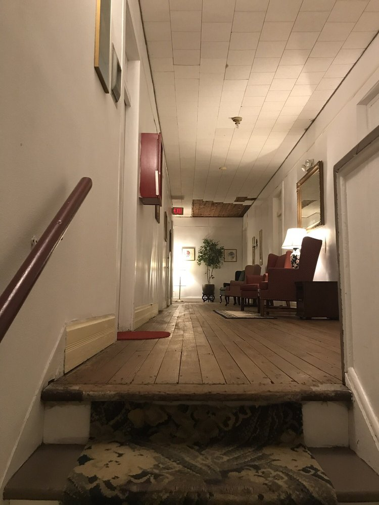 The Luther Hotel: 408 S Bay Blvd, Palacios, TX