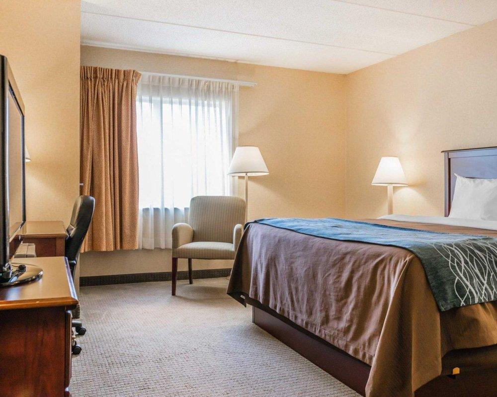 Comfort Inn: 835 Perry Hwy, Mercer, PA