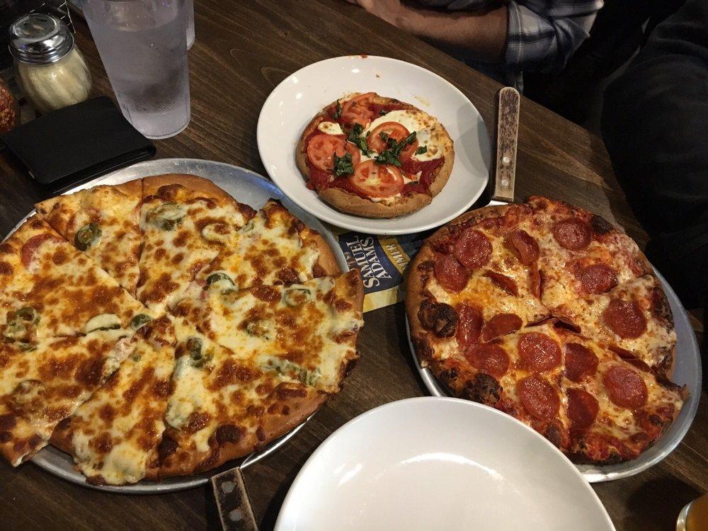 P's Pizza House: 723 8th St SE, Orange City, IA