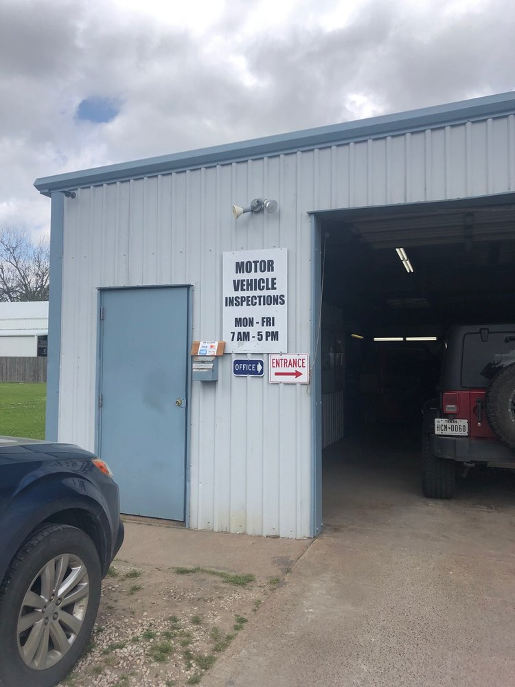 M & M Automotive Service: 704 Waco St, Dayton, TX