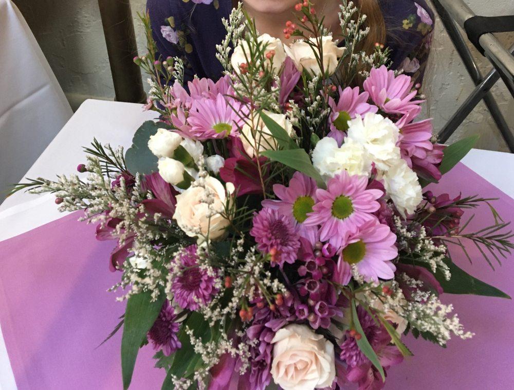 A Cut Above Florist: 1193 Memorial Dr, Chicopee, MA