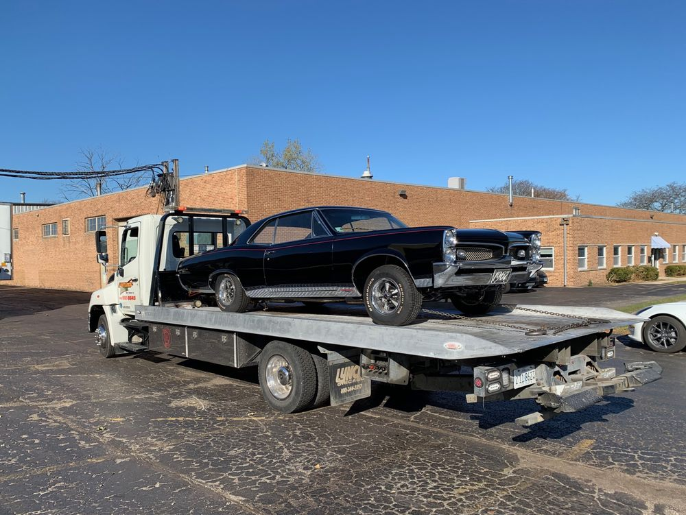 Towing business in West Dundee, IL