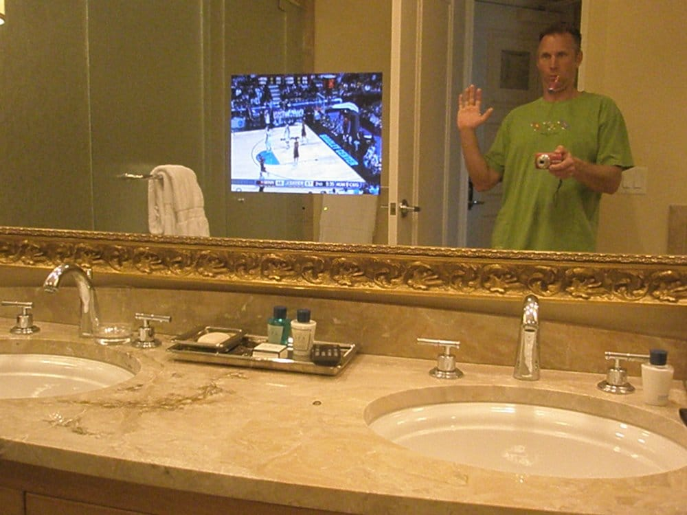 tv behind bathroom mirror tv the mirror in the bathroom yelp 21060