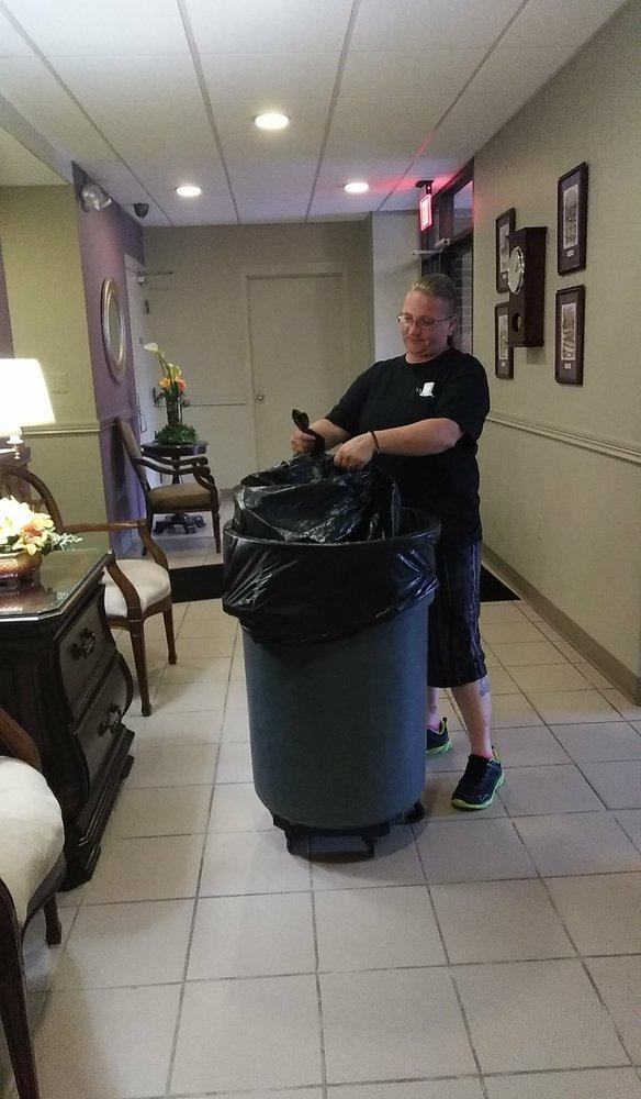 Magic Cleaning Services: 8140 Potomac, Center Line, MI