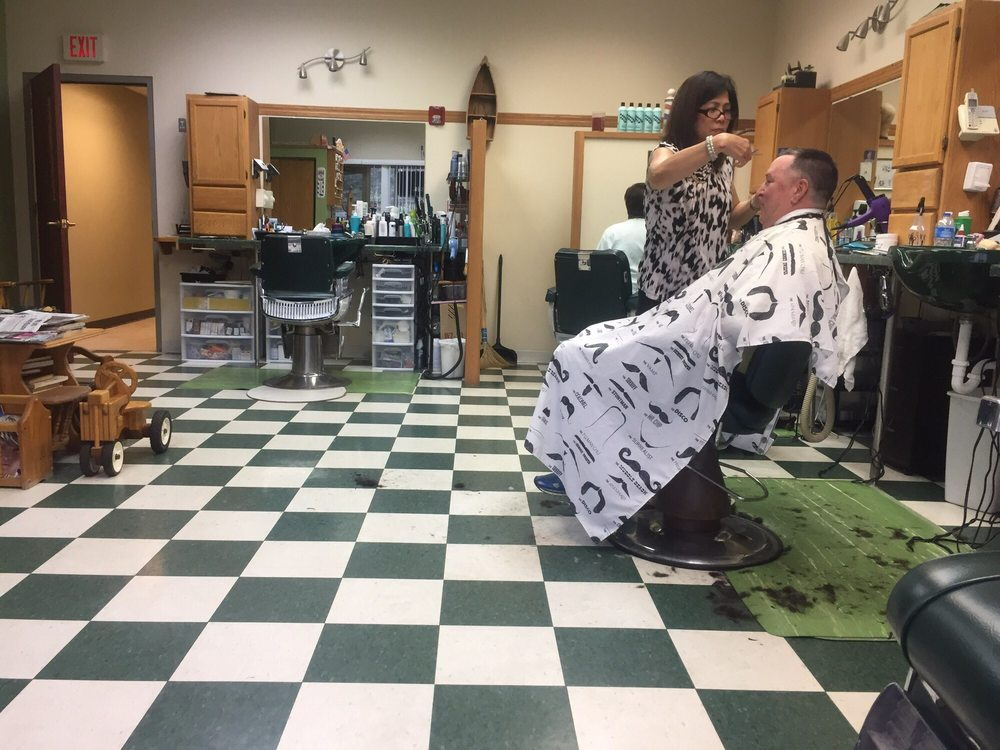 Custom Trim Barbers: 691 Winnetka Ave N, Minneapolis, MN