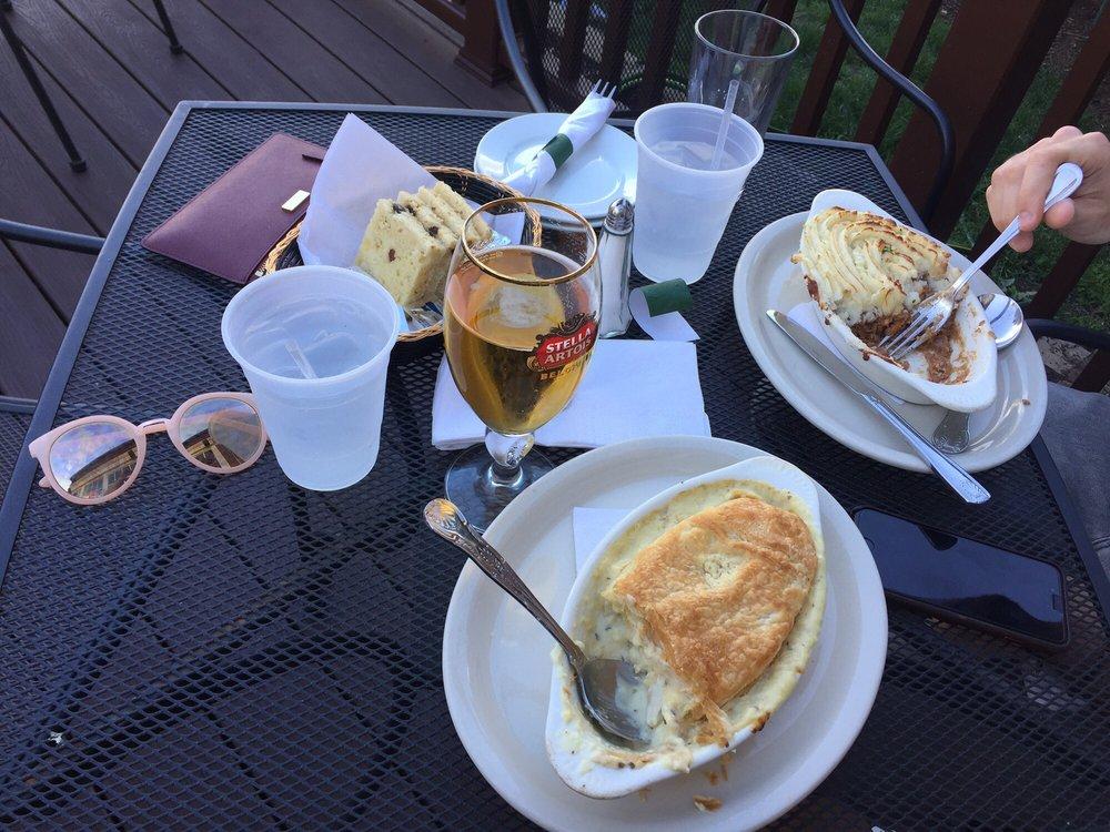The Celtic House Irish Pub & Restaurant: 2500 Columbia Pike, Arlington, VA