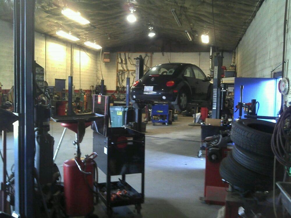 P J's Auto Service: 11268 Nc Hwy 210, Benson, NC