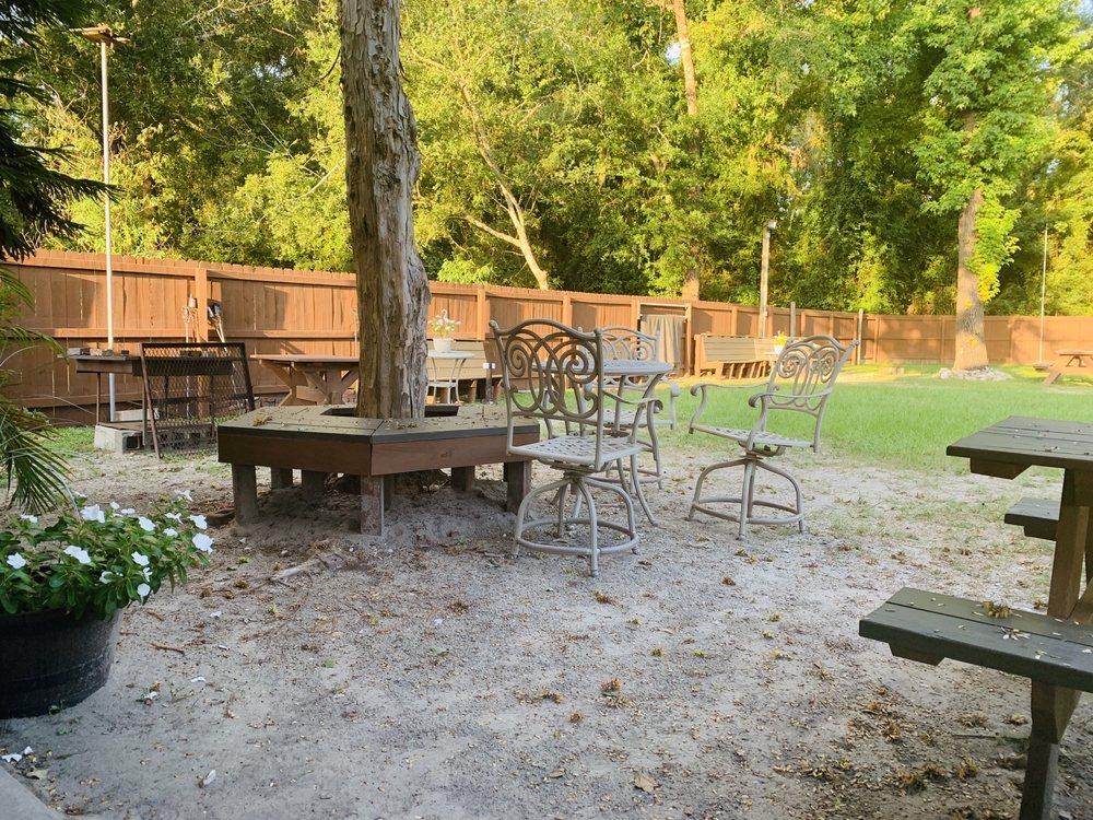 Skybox Sports Bar & Grill: 2581 Crawfordville Hwy, Crawfordville, FL