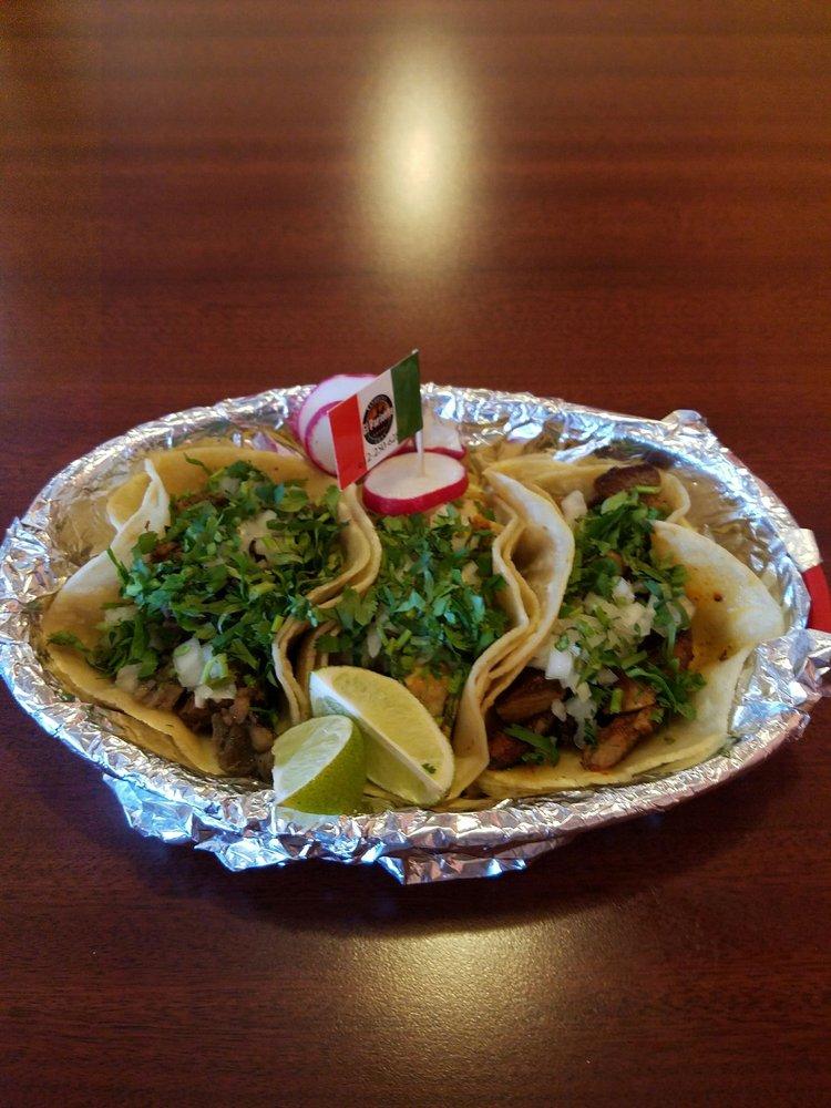 El Pariente Mexican Grill: 961 Wildwood Rd, White Bear Lake, MN