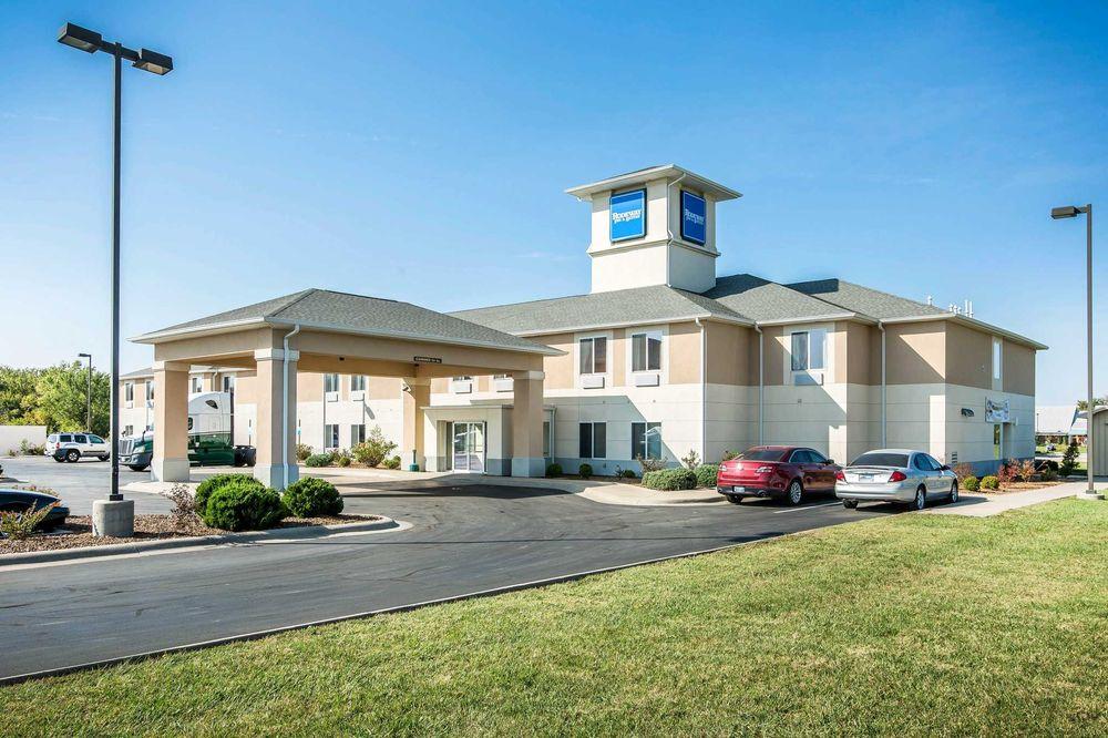 Quality Inn: 1807 Harding Drive, Parsons, KS