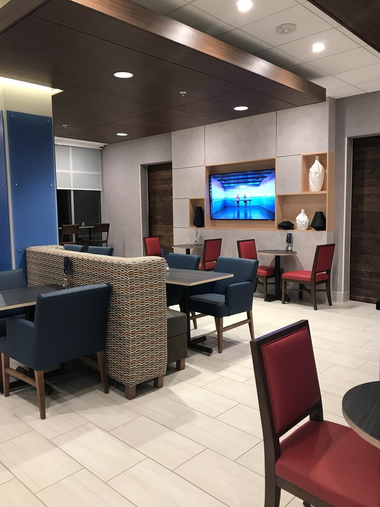 Holiday Inn Express & Suites Reedsville - State Coll Area: 30 Happy Valley Dr, Reedsville, PA