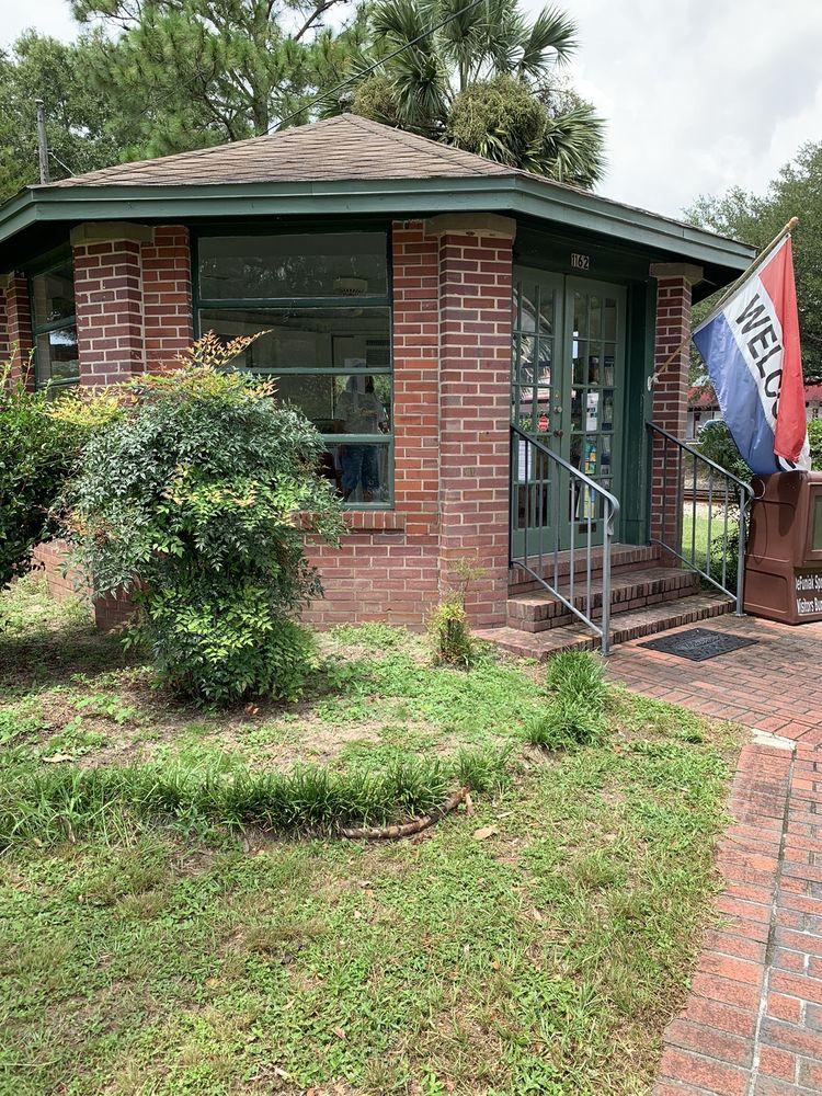 Defuniak Springs Vistore Bureau: 1162 Circle Dr, DeFuniak Springs, FL