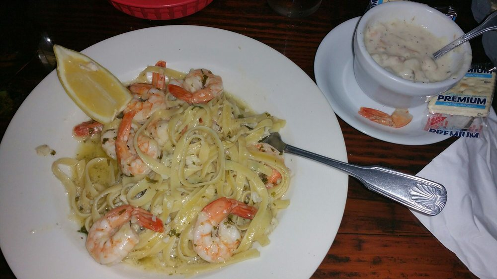 South Jetty Dining Room and Bar: 1015 Pacific Dr, Hammond, OR
