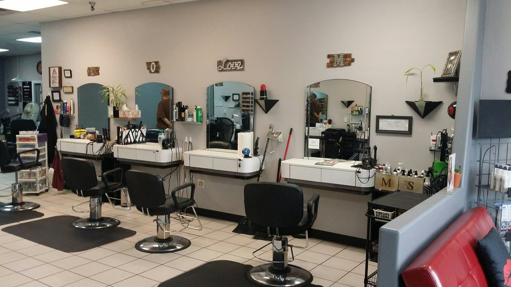 Smoochy's Salon: 1555 W Iron Springs Rd, Prescott, AZ