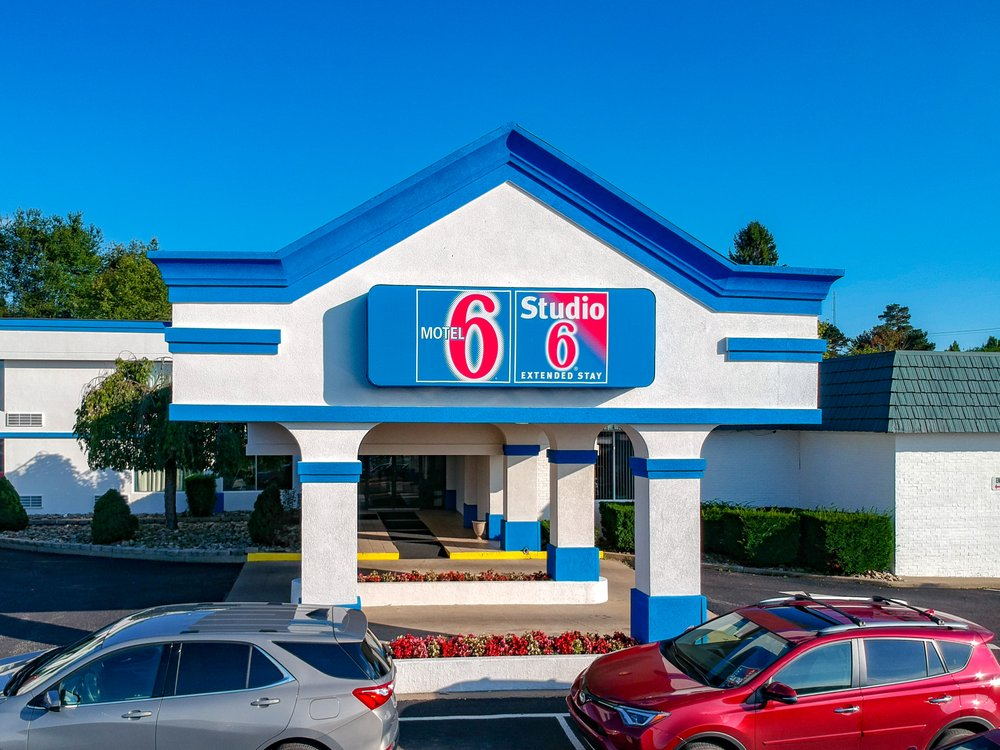 Motel 6: 24 United Drive, Clarion, PA