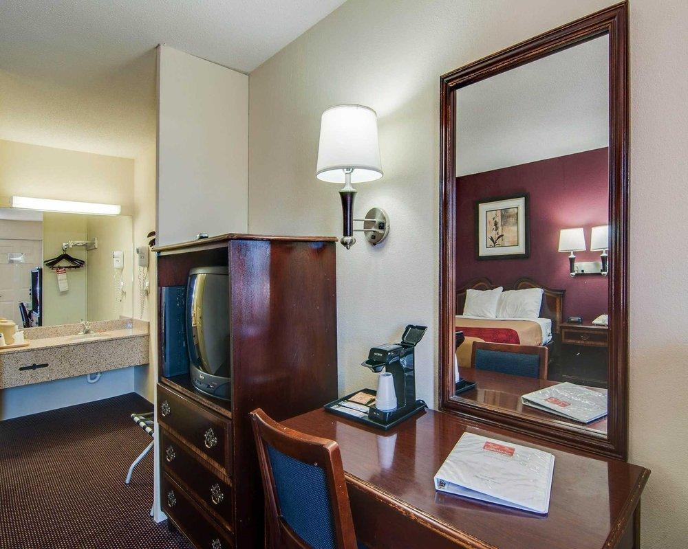 Econo Lodge: 33361 Lee Hwy, Glade Spring, VA