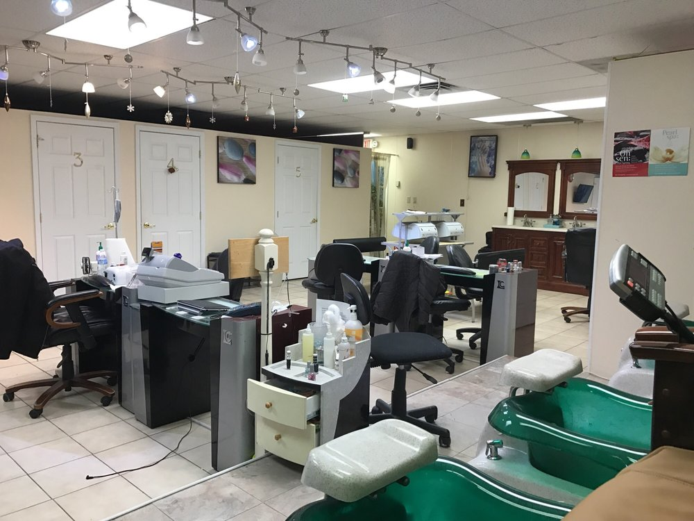 Royal Nails & Tan: 194 E Norwegian St, Pottsville, PA
