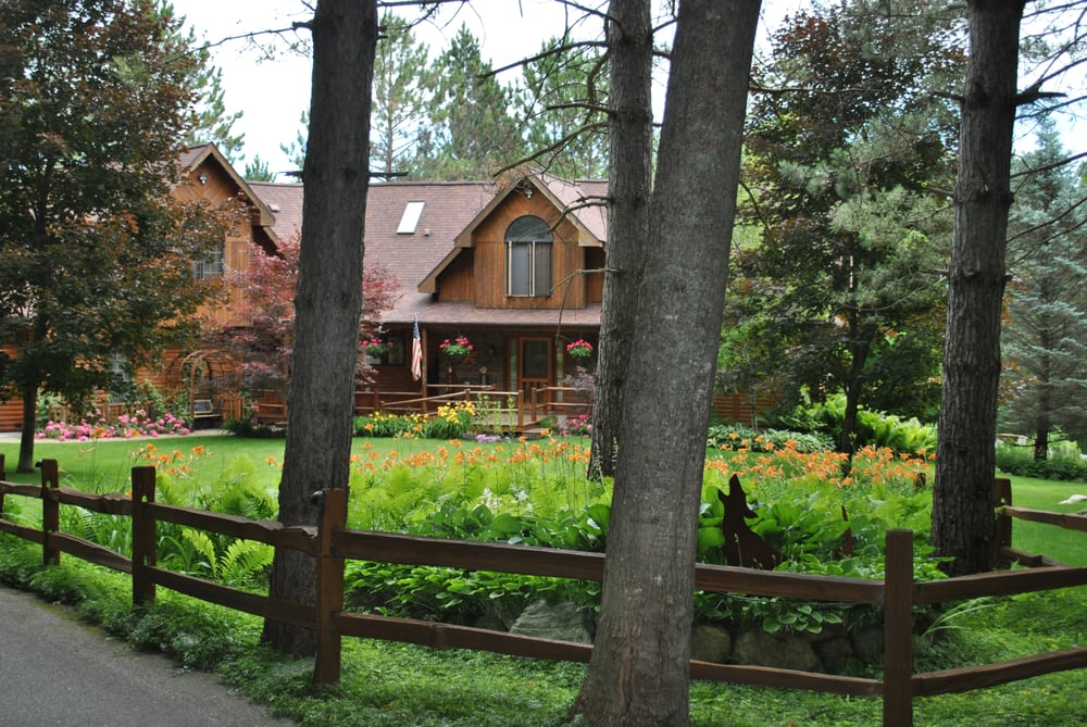 Horton Creek Inn B&B: 05757 Boyne City Rd, Charlevoix, MI